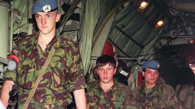 1st Battalion the Royal Welsh Fusiliers, who had been held hostage in Bosnia, disembarking from a Canadian aircraft 030695 CREDIT PA