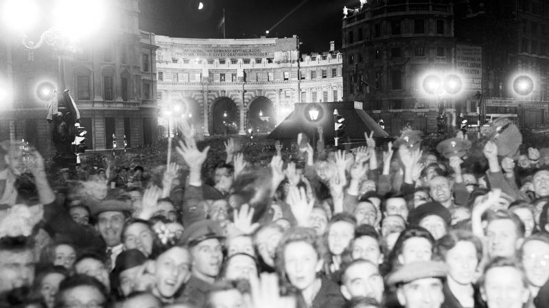 A mass of revellers in Trafalgar Square at midnight celebrating VJ (Victory over Japan) Day in 1945 14081945 CREDIT EMPICS ARCHIVE PA