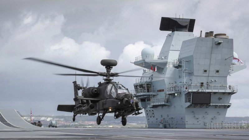 The Apache landing on HMS Queen Elizabeth (Picture: Royal Navy).