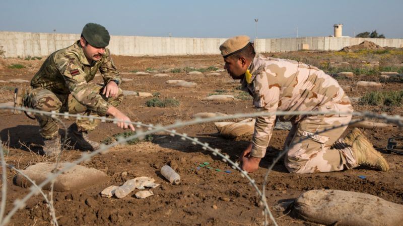 British Army trainer teaches Iraqi soldier in counter-IED training at Camp Taji