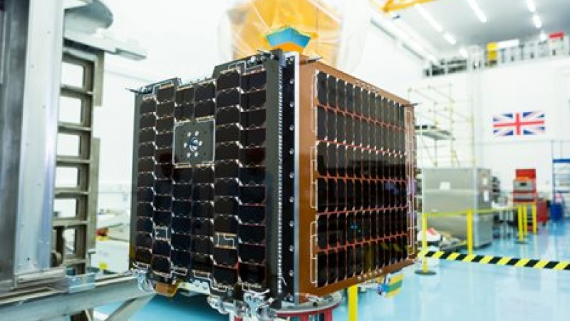 CARBONITE-2 flight-ready at SSTL. Credit SSTL/Beaucroft Photograpy