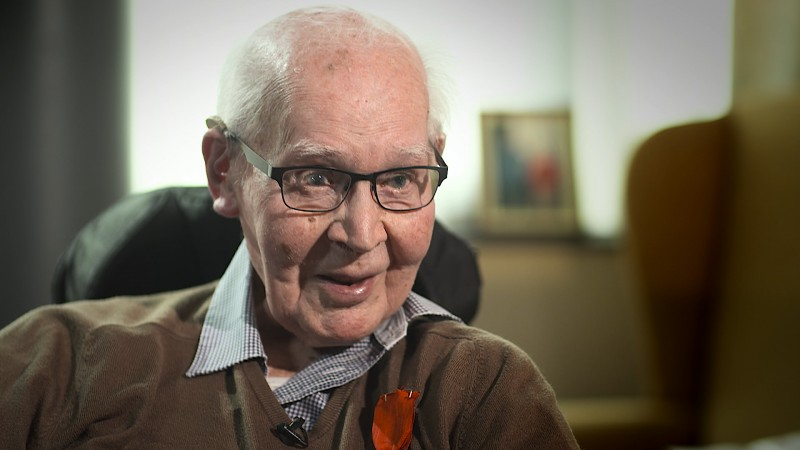 World War II veteran Angus Mitchell who liberated Dutch town on bicycle