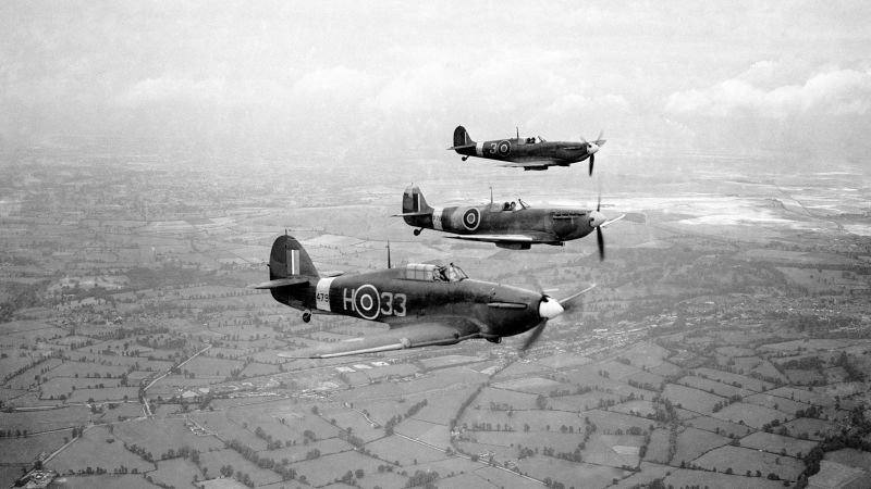 Hurricane and two spitfires during training 01091942 CREDIT PA