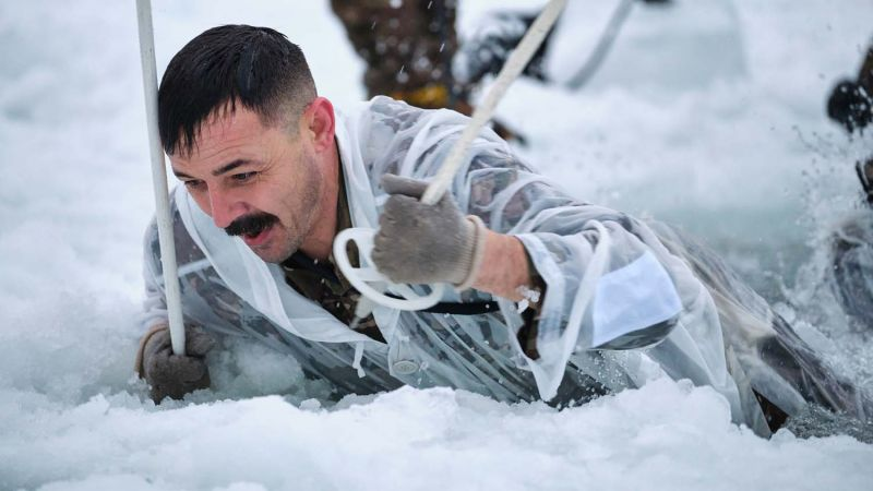 Marine takes on ice breaking drills in Norway 170120 CREDIT ROYAL NAVY