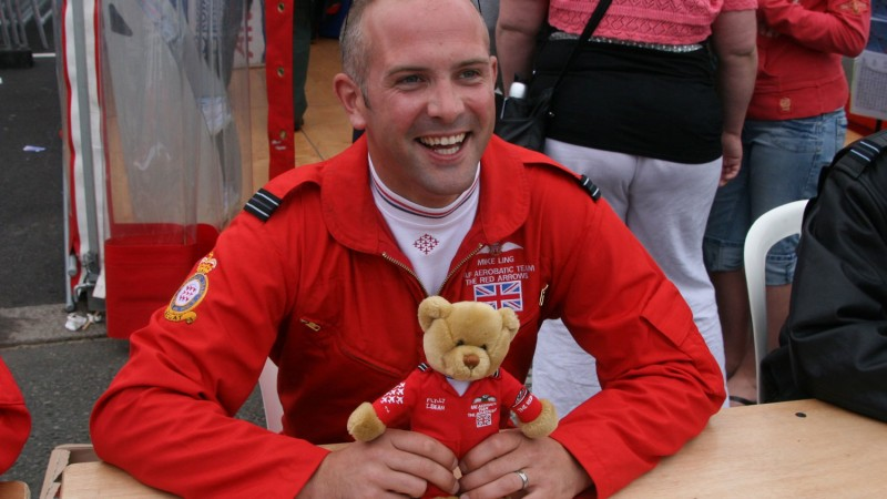 Squadron Leader Mike Ling MBE Red 10 Royal Air Force RAF Red Arrows Flickr Pete Public Domain