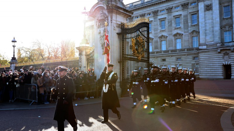 Royal Navy Guard Buckingham Palace London Changing The Guard Marching Defence Imagery