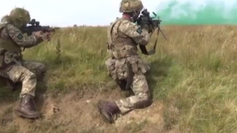 Royal Irish reservist makes quick ammunition change in Otterburn training