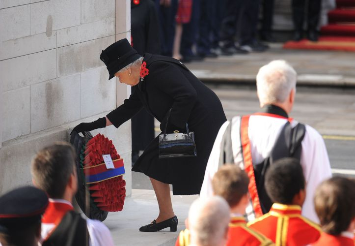 The Queen lays a wreath at the Cenotaph in central London on Remembrance Sunday 2016 (Picture: PA).