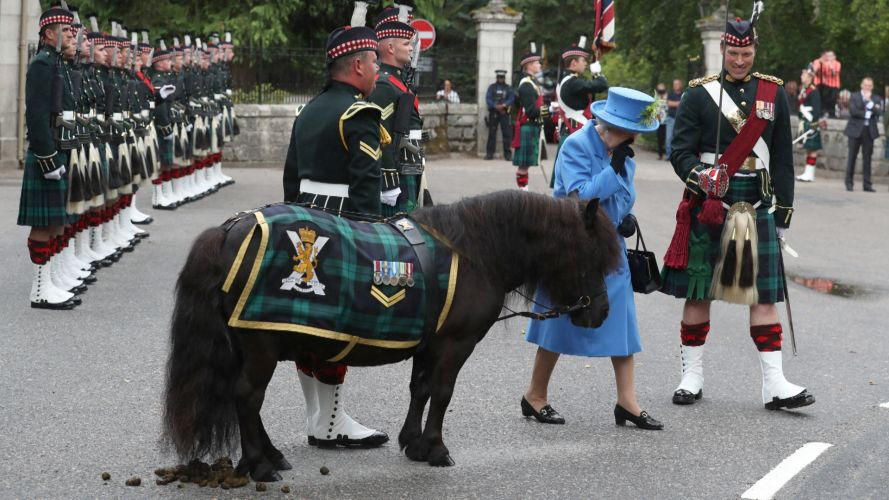 Queen with 5 Scots' mascot, Shetland pony, Cruachan (Picture: PA).