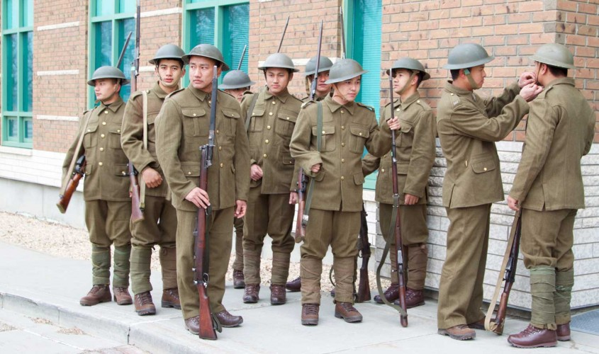 Vimy100: British Soldiers Wear Authentic WW1 Uniforms To Remember ...