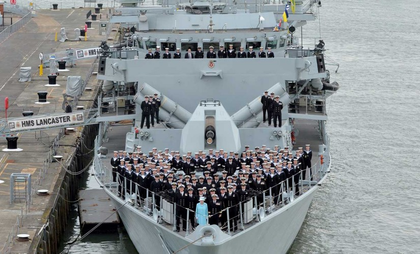 Before leaving the ship, The Queen joined the entire ship's company for a photograph on the upper deck.