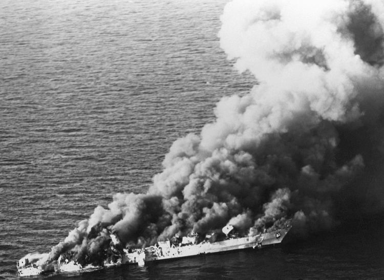 Iranian frigate Sahand on fire before sinking. (Image: US Navy)