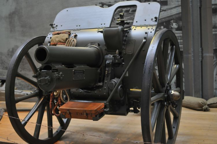 A 4.5 inch howitzer (image: Martin vmorris)