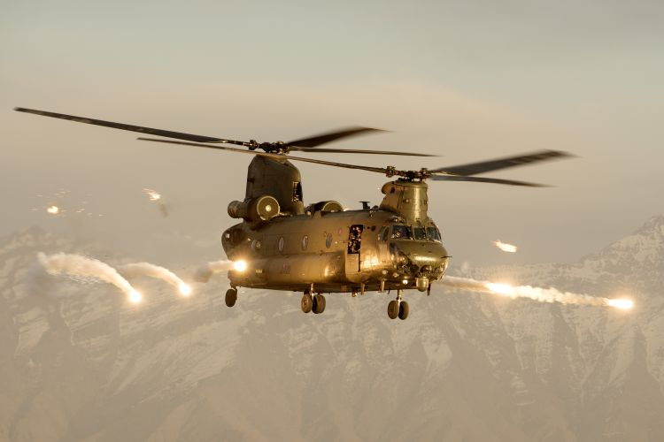 45158742 RAF Chinook helicopter firing flares over Afghanistan Defence Imagery