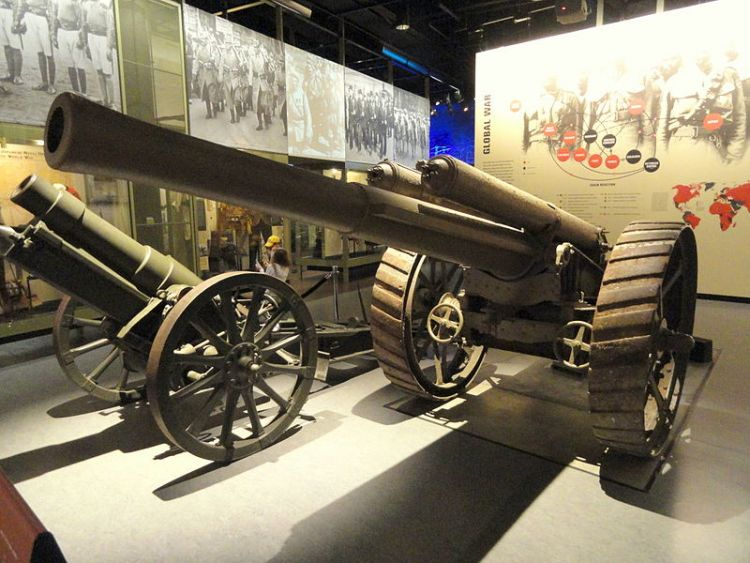 60 pounder gun maybe by Daderot