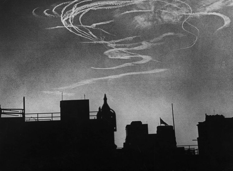 An aerial battle over London at 9am during the Battle of Britain 060940 CREDIT PA