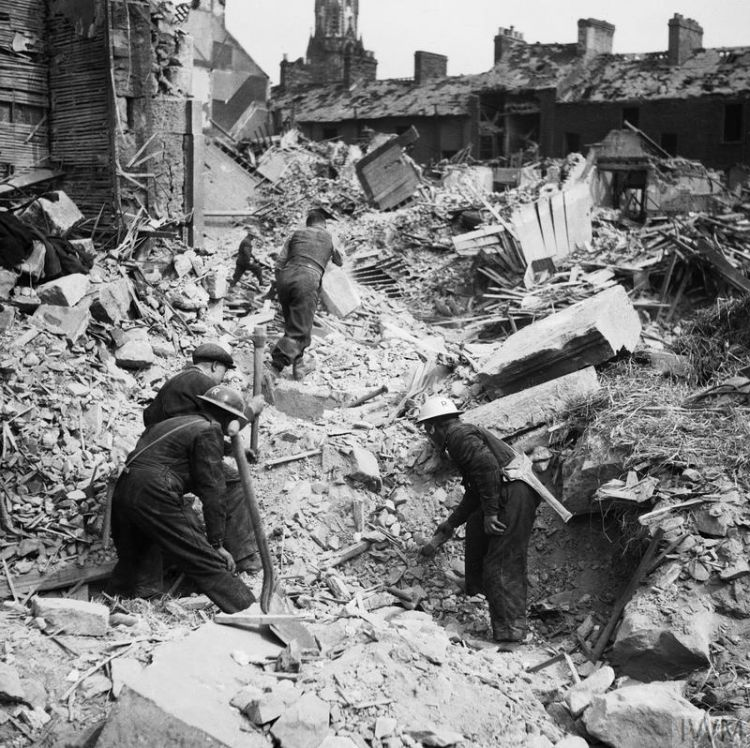 Blitz Eglington Street Belfast Northern Ireland German Luftwaffe Air Raid, 7 May 1941 CREDIT IWM (H 9476)