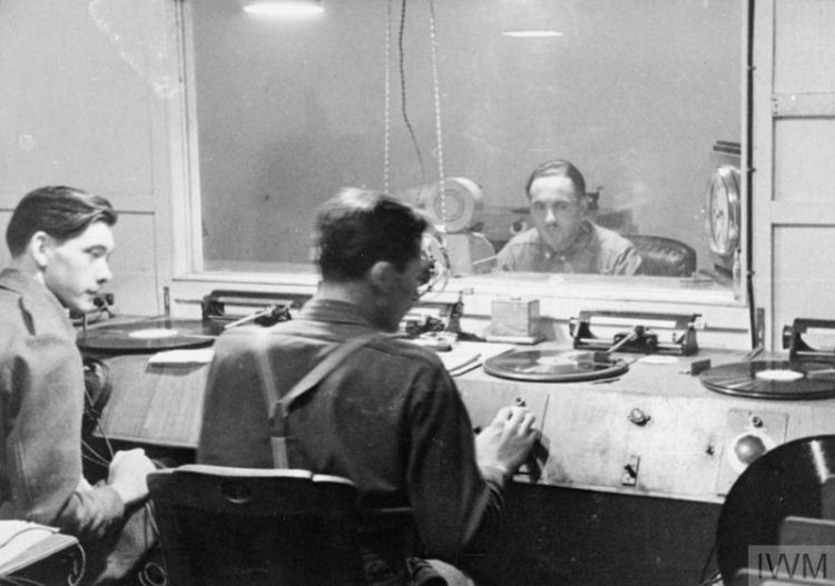 Peter King and Bob Boyle check their discs from a bank of four turntables in 1946. Credit: Imperial War Museum