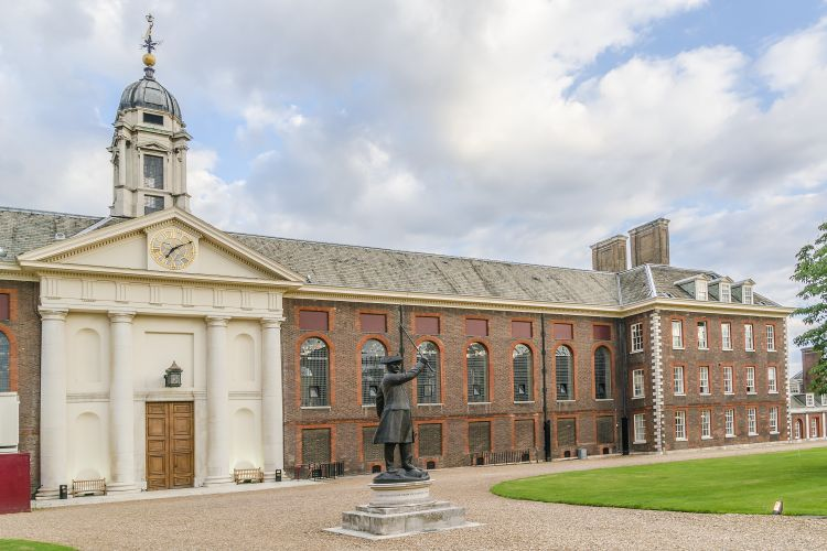 Royal Hospital Chelsea Building Chelsea Pensioner Statue North Front Shutterstock