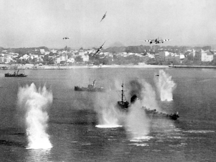 de Haviland Mosquito FB.VIs of 248 Squadron attacking a German 'M' Class minesweeper and two trawler-type auxiliaries in the mouth of the Gironde River