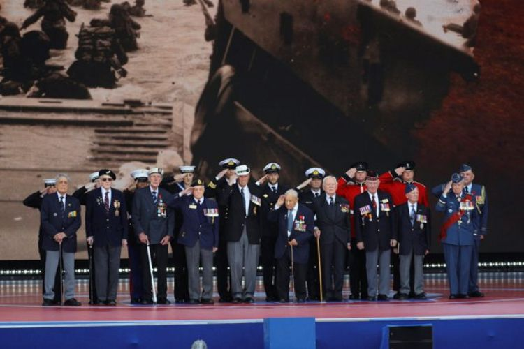 D-Day veterans join armed forces personnel on stage at the D-Day 75 commemoration in Portsmouth 050619 CREDIT MOD.jpg