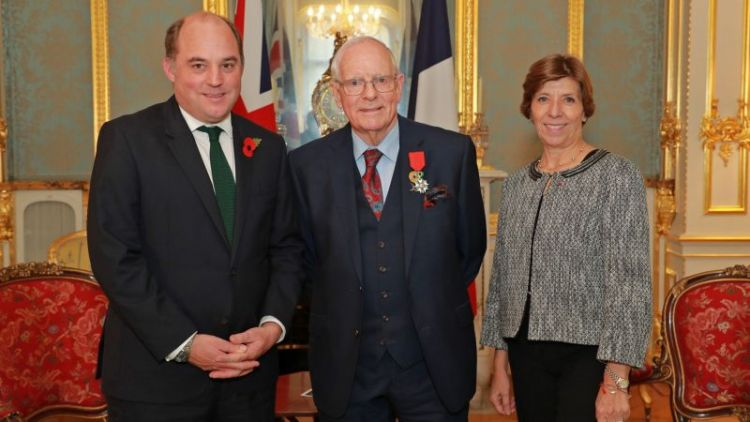 Defence Secretary Ben Wallace, Veteran Geoffrey Pidgeon and French Ambassador Catherine Colonna