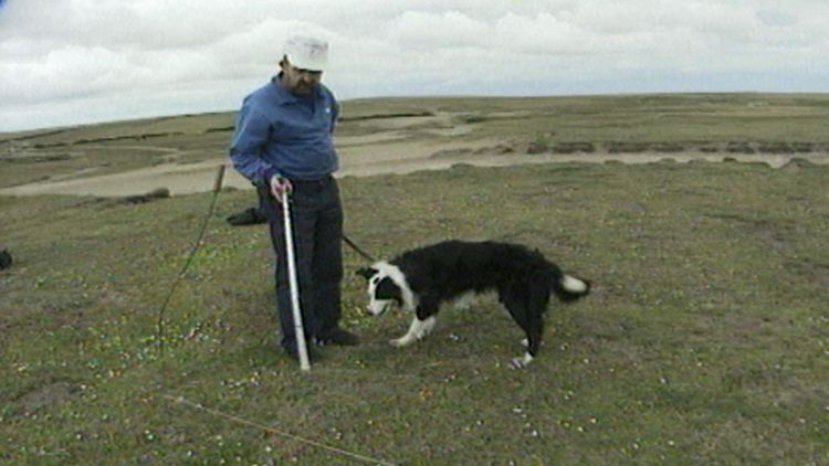 Search Dog UK Lee Falklands with Mick Swindells - Alan Addis doco