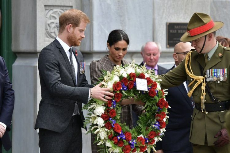 Prince Harry and Meghan laid a wreath to New Zealand's war dead at the Pukeahu National War Memorial Park last October  (Picture: Twitter/Kensington Palace).