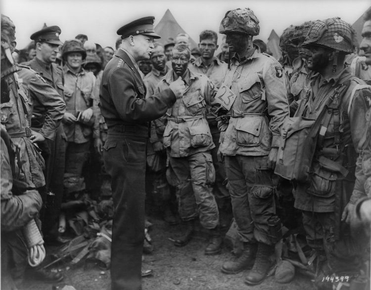 Eisenhower meets D-Day Paratroopers