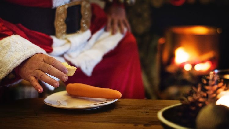 Father Christmas Santa Mince Pie Carrot Fireplace Credit Pexels 721167