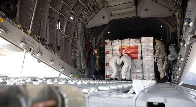 Forces personnel unload PPE for Coronaviurs in UK at RAF Brize Norton 100420 CREDIT MOD.jpg