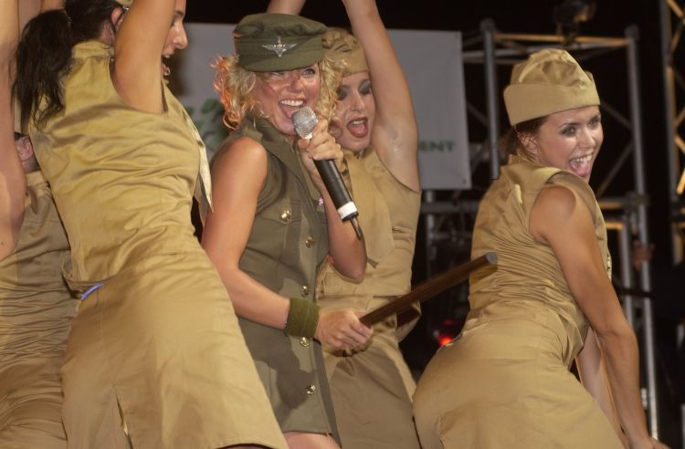 Geri Halliwell performs for troops in Oman, 2001