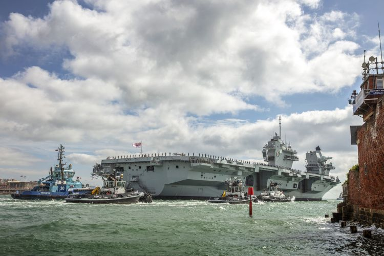 HMS Queen Elizabeth passing Portsmouth's city walls 300819 CREDIT ROYAL NAVY .jpg
