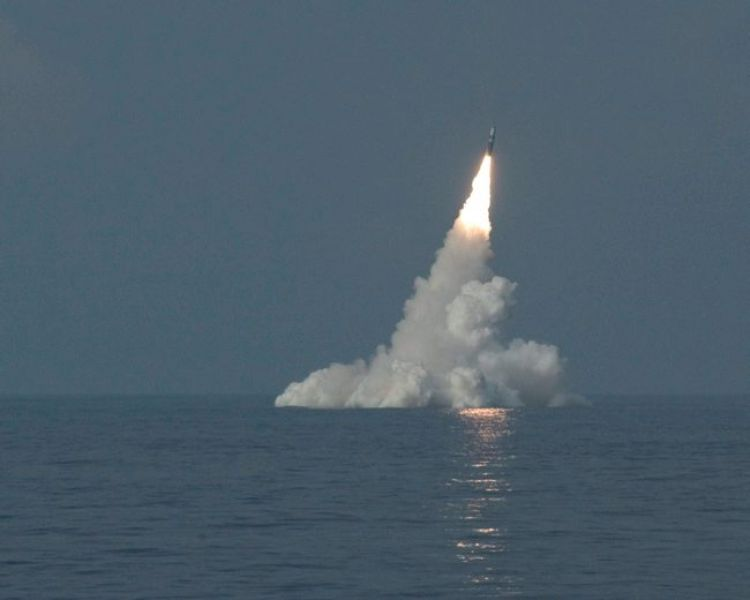 HMS Vanguard's DASO Trident missile being launched