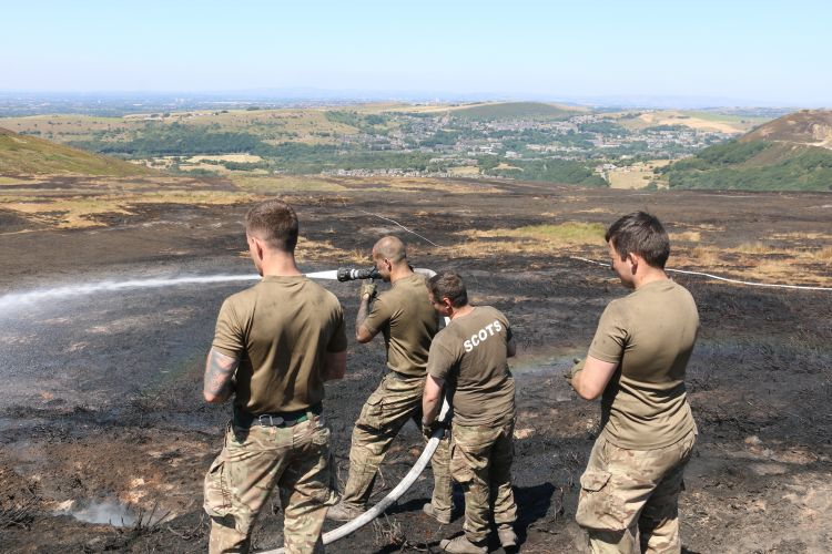 4 SCOTS fighting Saddleworth Moor fire 0718