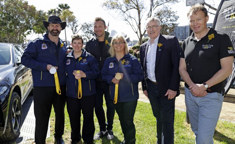 Kevin Jacoby, Carrie-Anne Bishop, Ian Thorpe OAM, Ross MacDiarmid and Patrick Kidd OBE pose with medals