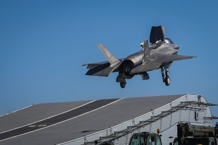 F-35 taking off from HMS Queen Elizabeth