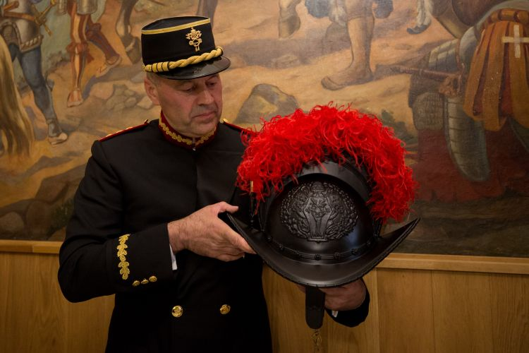New Swiss Guard Helmet 240119 CREDIT Catholic News Agency.jpg