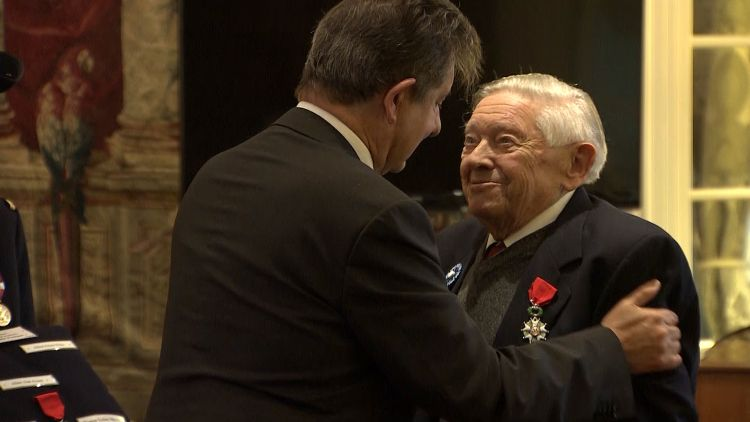 British Second World War veteran Alfred Hicks receives France's Legion d'honneur.