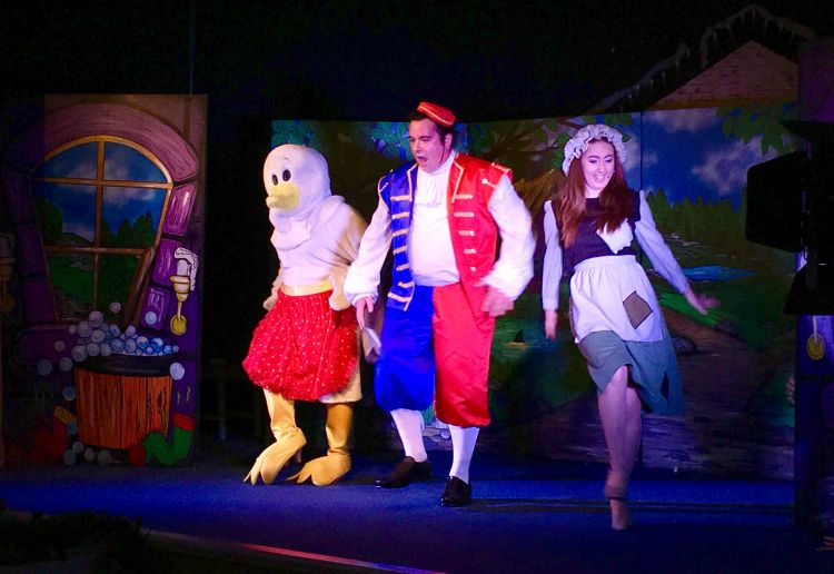 Jemima the Goose, Buttons and Cinderella Dancing
