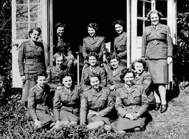 Princess Elizabeth (top, centre) in a group photograph with Senior and Junior Non Commissioned Officers on her course at No 1 MTTC at Camberley, Surrey 1945 CREDIT PA