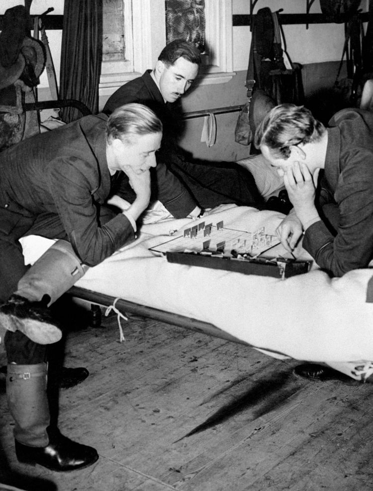 RAF Fighter pilots resting while waiting for the 'Squadron Scramble' to go into action against the German Luftwaffe in the Battle of Britain 010940 CREDIT PA