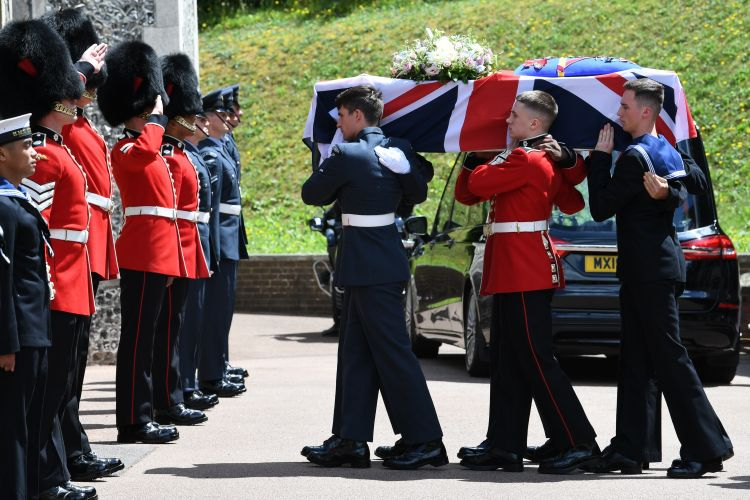 Service personnel carry the coffin of forces sweetheart Dame Vera Lynn into the Brighton Crematorium, East Sussex