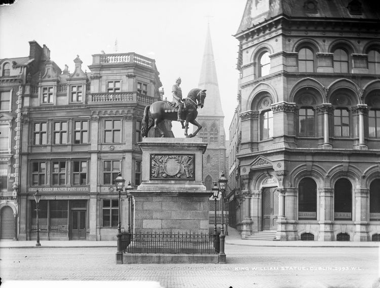Statue of William of Orange on College Green, in Dublin, erected in 1701. It was destroyed in 1929