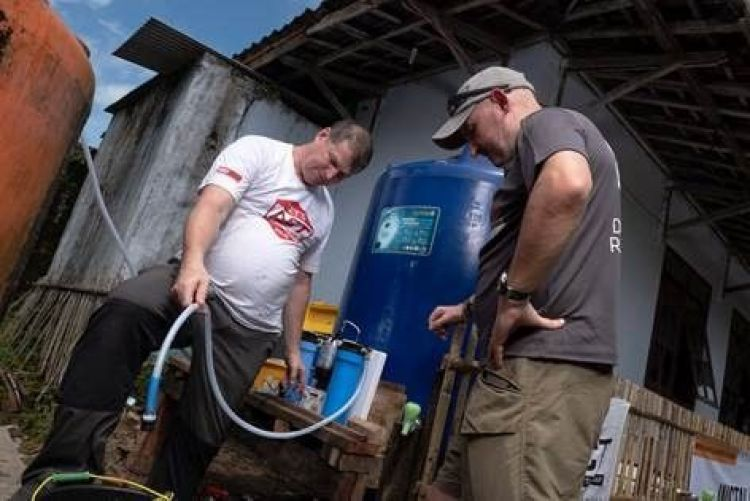 Team Rubicon UK providing clean water (Picture: Team Rubicon UK).