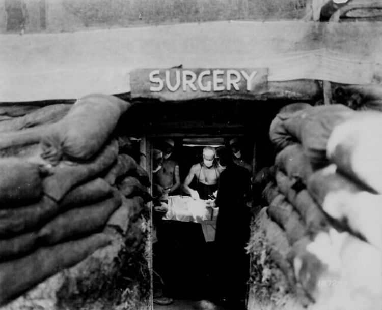 US Army doctor at work in 1943 201118 CREDIT Wikimedia Commons.