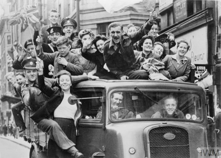 VE Day celebrations on 8 May 1945 (Picture: Imperial War Museum).