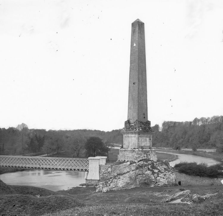 View of the commemorative obelisk (erected in 1736), prior to 1883. It was destroyed in 1923