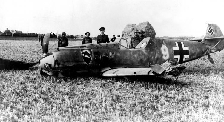 WWII A Messerschmidt BF109 brought down during an air battle over Ramsgate. 010840 CREDIT PA