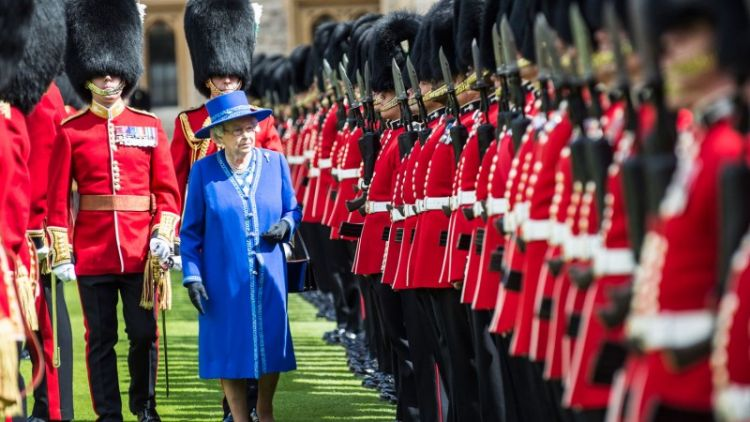 Welsh Guard and the Queen